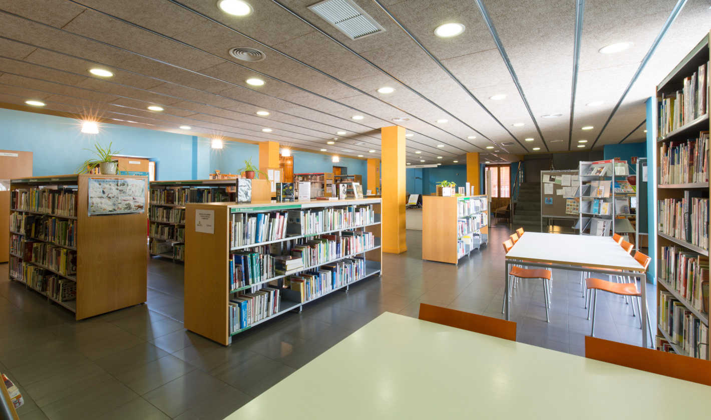 Taules d'estudi Biblioteca Can Salvador de la Plaça