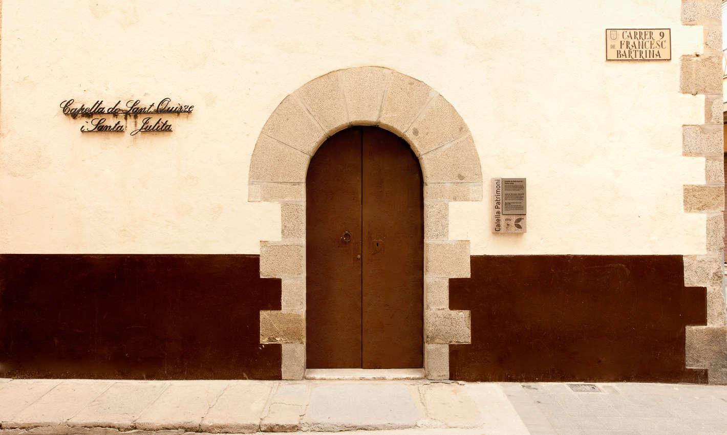 Portal de la Capella de Sant Quirze i Santa Julita