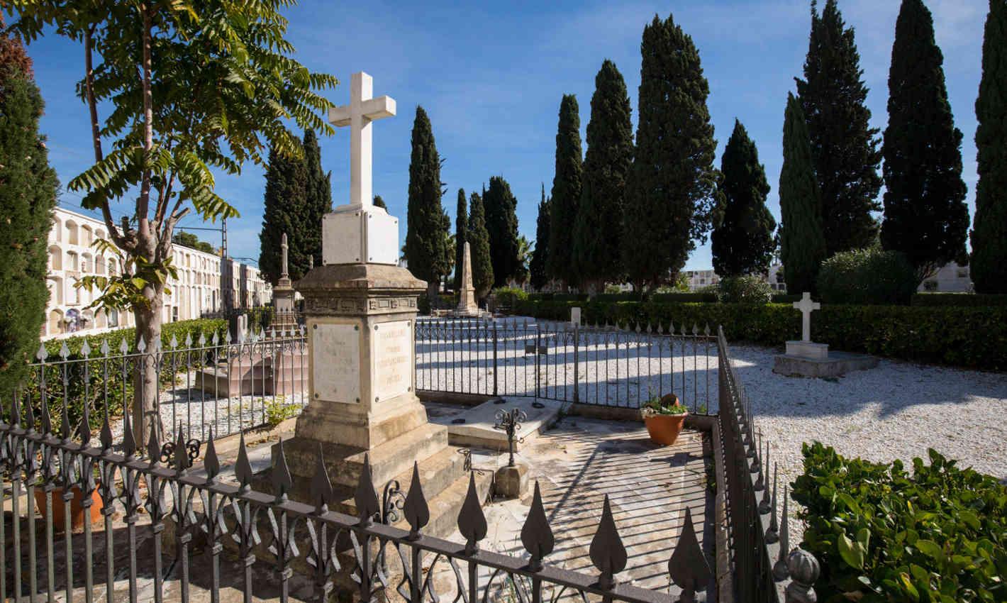 Espai central al Cementiri Vell de Calella