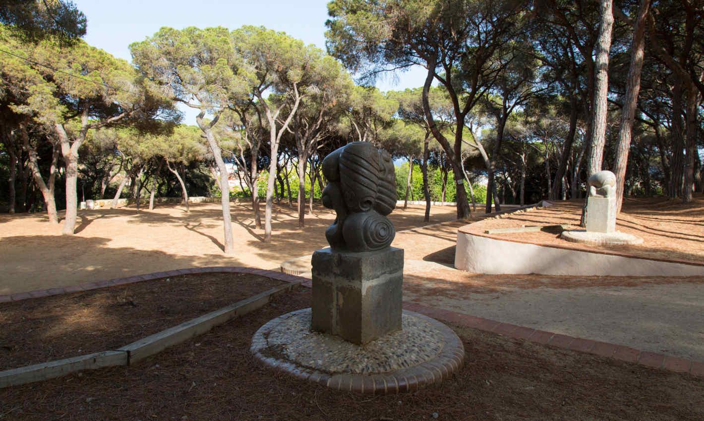 Escultura al Pati de l'Ós