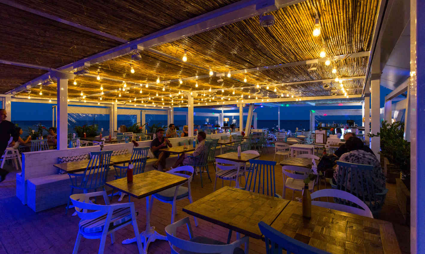 Guinguetes de nit a la platja de Calella