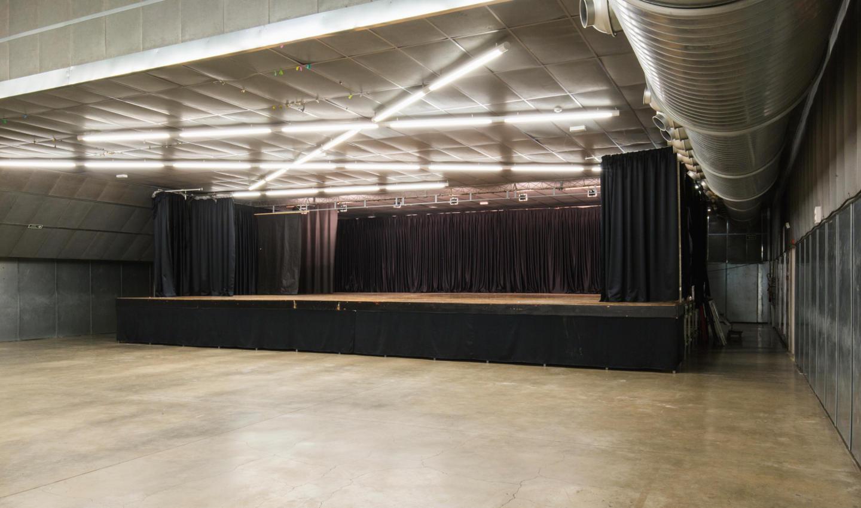 Escenari sala polivalent Fàbrica Llobet-Guri