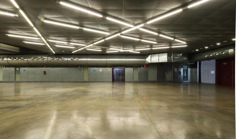 Interior sala polivalent Fàbrica-Llobet Guri
